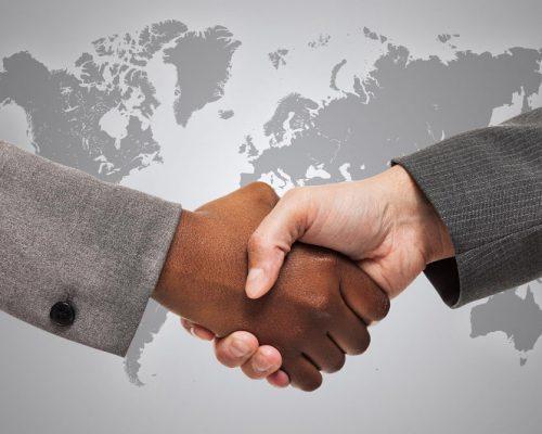 Rokovanje med belo in črno
